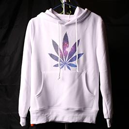 Uzorak bijelog džempera za štampu pomoću A2 majice štampača WER-D4880T